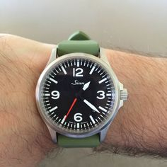 We know that we've shown the 556a with Red Seconds Hand a few times already, but our good friend and customer Peter fitted one of our Olive rubber straps - to quite dramatic effect, don't you agree? #pageandcooper #watch #Sinn