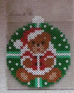 Perle à repasser : Boule ours Fuse Bead Patterns, Perler Patterns, Beading Patterns, Christmas Perler Beads, Beaded Christmas Ornaments, Pearl Beads Pattern, Art Perle, Motifs Perler, 8bit Art