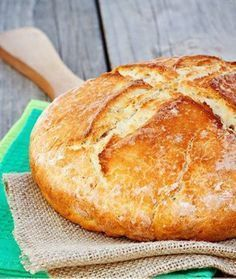 Four-ingredient Irish soda bread that's ready to eat in under an hour: Hungarian Recipes, Irish Recipes, Easy Bread Recipes, Baking Recipes, Traditional Irish Soda Bread, Favourite Pizza, Bread Cake, Bread Baking, Food Dishes
