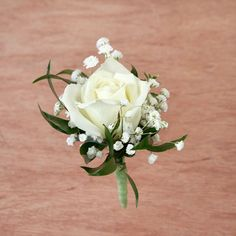 white rose corsage and boutonniere White Rose Boutonniere, Corsage And Boutonniere, Groom Boutonniere, Prom Flowers, White Wedding Flowers, Floral Wedding, White Corsage, Flower Corsage, Creation Deco