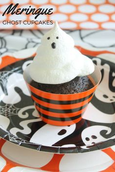 Halloween will be here before you know it and @sweetlychicdes has the cutest, boo-tastic recipe that's perfect for your next Halloween bash! With just a few ingredients you'll soon have a not-so-spooky treat all your little ghouls will love!