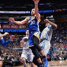 Stephen Curry of the Golden State Warriors goes up for a lay up against the Orlando Magic on January 22 2017 at Amway Center in Orlando Florida NOTE. Nba Players, Basketball Players, Basketball Court, Stephen Curry 30, Amway Center, Stephen Curry Pictures, Curry Warriors, Golden State Warriors Pictures, Splash Brothers