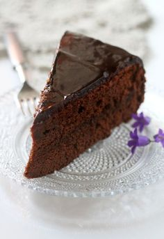 Mother's Day is coming up, and I wanted to share a recipe for my Mom's favorite cake, Sacher cake. This soft chocolate cake hides a layer of apricot jam inside, and is covered with rich chocolate frosting. Baking Recipes, Dessert Recipes, Desserts, Coffee Dessert, I Love Chocolate, Coffee Time, Chocolate Recipes, Food Hacks, Sweets
