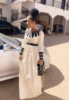 Miss Kadidia Soucko Bazin Nioro du Sahel African Wear Dresses, African Inspired Fashion, Latest African Fashion Dresses, African Print Fashion, Africa Fashion, African Attire, African Traditional Dresses, Mode Inspiration, Fashion Outfits