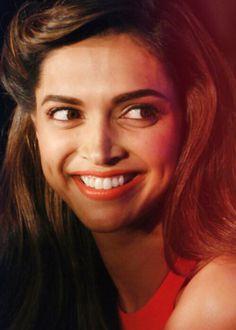 Hayeee...smile deepika padukaoun