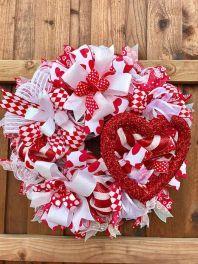 32 Fabulous Valentine Wreath Design Ideas FOr Your Front Door Decor – Valentine's Day Decorations Valentine Day Wreaths, Valentines Day Decorations, Valentine Day Crafts, Holiday Wreaths, Valentine Ideas, Holiday Ideas, Valentine Desserts, Spring Wreaths, Summer Wreath
