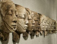 Sculpture terre enfumée by evelyne galinski, via Behance Sculptures Céramiques, Art Sculpture, Ceramic Figures, Ceramic Art, French Sculptor, Art Plastique, Clay Art, Installation Art, Sculpting