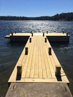 Pergola In Front Yard Lake Dock, Lake Beach, Boat Dock, Lake Landscaping, Summer Porch Decor, Farm Pond, Floating Dock, Fish Ponds, Lake Cabins