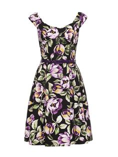 The Victoria Plum Dress with its exclusive print will fill your wardrobe with beautiful blooms. Featuring a pleated full skirt, fitted boat neck and bodice, extended shoulder and matching PU belt, this dress has a retro flair. The exclusive Victoria Plum Victoria Plum, Victoria Dress, Lunch Date Outfit, Date Outfits, Cute Dresses, Summer Dresses, Floral Dresses, Different Dresses, Review Fashion