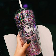 cute glitter bottle to store drinks Real Unicorn, Unicorn Gifts, Magical Unicorn, Cute Unicorn, Rainbow Unicorn, Unicorn Birthday Parties, Unicorn Party, Unicorn Cups, Unicorn Rooms