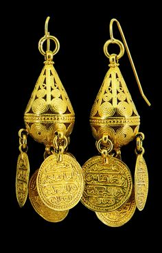 Pair of Ottoman earrings | Gold; four Ottoman coins as pendants. The ear hooks have more recently been added. | 19th century
