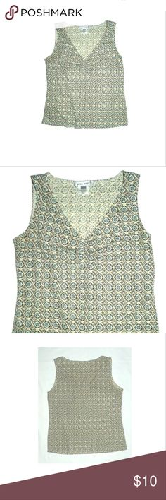 🍂Nine West Sleeveless Pint Top🍂 Nine West Sleeveless Pint Top Center Ruching Detail SIZE Small EUC It is in very gently used, overall great clean condition. •Light weight polyester print fabric, in beige, brown blue, ivory •Size: Small •Bust: 34 inches around unstretched •Length: 19 inches •100% Polyester  Thank you so much! Nine West Tops