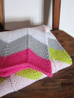 Ravelry: Chevron Baby Blanket pattern by Espace Tricot x knit in worsted weight yarn. Free Baby Blanket Patterns, Chevron Baby Blankets, Chevron Blanket, Easy Baby Blanket, Knitted Baby Blankets, Baby Blanket Knit, Manta Crochet, Crochet Baby, Knit Crochet