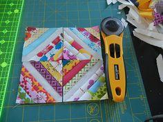 Mini string block mug rug free tutorial using tiny scraps of fabric.