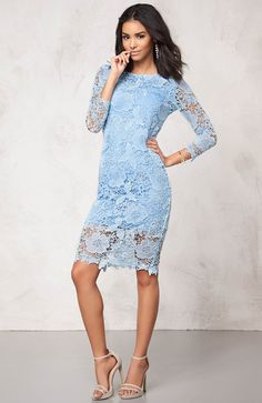 Elegancka, koronkowa sukienka marki Model Behaviour, 219 zł na http://www.halens.pl/moda-damska-sukienki-5818/sukienka-544207?imageId=386294&variantId=544207-0002