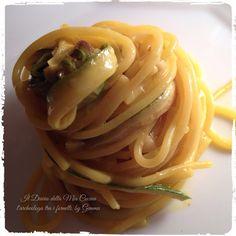 il diario di una archeologa smodatamente appassionata di cucina!: Spaghettone con Zucchine arrosto, tanto Zafferano, Mandorle tostate e... formaggio fuso!