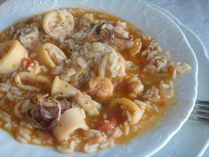 É daquelas comidas que toda a gente sabe fazer mas mesmo assim deixo a sugestão...     700 g de lulas  200 g de miolo de camarão  1/2 piment...