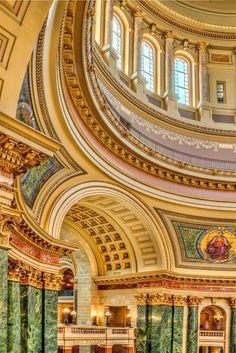 El Capitolio del Estado de Wisconsin (arcos), Madison Wisconsin, US / © Larry Dickerson
