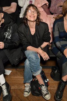 Stars on the front row at Paris Fashion Week Jane Birkin Now, Style Jane Birkin, Fashion Over 50, Fashion Week, Fashion Outfits, Timeless Fashion, Retro Fashion, Womens Fashion, French Fashion