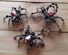 New family collection of beaded spiders by PurpleDreamDesign Resin Jewelry, Jewelry Crafts, Jewelry Art, Christmas Spider, Beaded Spiders, Bug Crafts, Beaded Animals, Beading Projects, Christmas Projects