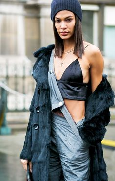 Joan Smalls during Paris Fashion Week F/W 2017 ▫️🖤▫️ cool chill look Joan Smalls, Street Style 2017, Street Chic, Overalls Plus Size, Salopette Jeans, Image Fashion, Mein Style, Casual Jumpsuit, Girl Fashion
