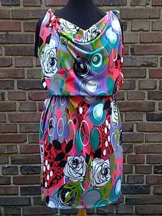 New dress pattern sewing fabrics Ideas New Dress Pattern, Simple Dress Pattern, Dress Sewing Patterns, Sewing Patterns Free, Free Pattern, Pattern Sewing, Diy Clothes Hacks, Clothing Hacks, Remake Clothes