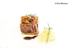 Filetto di manzo con caponata di verdure, tortino morbino di patate al timo e riduzione di cesanese #cincinnato #filetto #manzo #caponata #tortino #patate #timo #cesanese