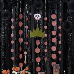 Crée tes propres guirlandes méchamment décoratives, inspirées par les plus grands : la Reine de Cœur, Ursula et