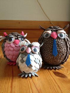 Uilenfamilie: Moeder, vader en zoontje.  Gemaakt van styropor ei en hobby-foam
