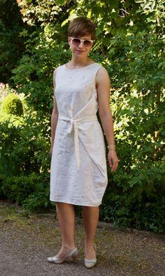 Kielo Wrap Dress von Named Clothing (Eleonore Sewing Patterns Free, Free Pattern, Free Sewing, Couture, Named Clothing, Dress Name, Colorful Fashion, Wrap Dress, White Dress