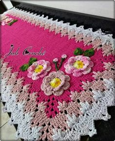 Crochet Tablecloth, Crochet Doilies, Crochet Flowers, Crochet Designs, Crochet Flower Tutorial, Hot Pads, Bead Crochet, Wedding Cards, Rugs