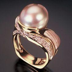 Randy Polk Designs - This is one pretty pearl ring! Pearl Jewelry, Jewelry Box, Jewelry Rings, Jewelry Accessories, Fine Jewelry, Jewelry Design, Unique Jewelry, Women's Rings, Pearl Rings