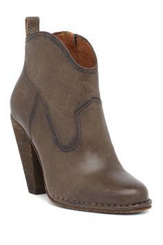 5c06f0638 34 Best shoes images
