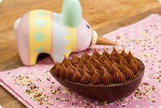 Ovo de Páscoa de Colher – Chocolate amargo e brigadeiro   Vídeos e Receitas de Sobremesas