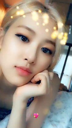Rose Video, Blackpink Video, Pastel Grunge, Grunge Hair, Jessica Jung, Hairstyles With Bangs, Girl Hairstyles, Girl's Generation, Foto Rose