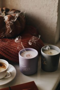 New Wall Paper Autumn Coffee Ideas Autumn Coffee, Autumn Cozy, Autumn Feeling, Autumn Aesthetic, Christmas Aesthetic, Hygge Autumn, Fall Candles, Diy Candles, Fall Pictures