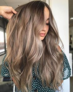 summer hair color 8 Hair Color Trends That Will Be Huge for Summer 2019 - Health Blonde Hair With Highlights, Brown Blonde Hair, Light Brown Hair, Light Brunette Hair, Soft Brown Hair, Brown Hair Natural Highlights, Brunette With Blonde Balayage, Natural Hair Color Brown, Curly Balayage Hair
