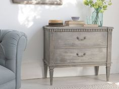 This wooden grey chest is a little bit of a one-off. It looks absolutely stunning with just about everything. We like mavericks.