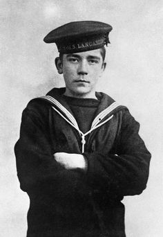 Jack Cornwell, who lied about his age to join-up awarded posthumous Victoria Cross for fighting-on despite being fatally wounded by shrapnel and surrounded by dead men Jack Cornwell was 15 when he enlisted in the navy to fight the Germans in World War One, First World, War Photography, If Rudyard Kipling, Wwi, Ww1 Soldiers, Historical Images, Royal Navy, World History