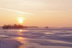 unnelmallinen hetki Pieni Onkamojärven rannalla sunnuntaina, täydenkuun aikaan 24.4. Kiitos kuvasta Tuula Makkonen.
