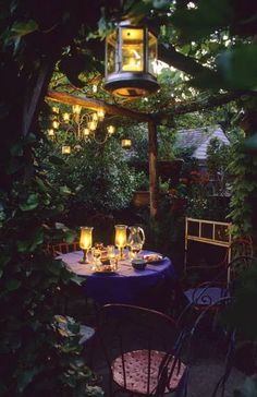 Such beautiful and romantic garden lighting - dreamy