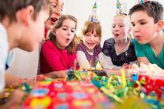 Fröhliche Kinder auf dem Kindergeburtstag. http://www.party-ratgeber.com/kindergeburtstag-feiern/