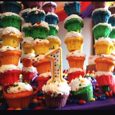 Rainbow mini cupcakes in a skewer! Thanks Pinterest!