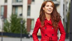 Vrei să întorci toate privirile pe stradă? Iată cum trebuie să te îmbraci Red Leather, Leather Jacket, Perm, Coat, Jackets, Fashion, Studded Leather Jacket, Down Jackets, Moda