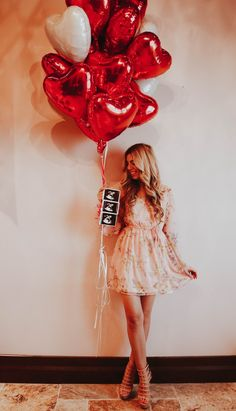Valentine's Day Pregnancy Announcement and Reveal – Mama in the Making, pregnancy announcements, ultrasounds, balloons, red and pink, baby reveal