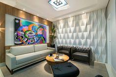 Origami Branco - Arq. Fernanda Marchette - Foto: Favaro Jr.  #escritorio #trabalho #homeoffice #office #interiordesign #style #decordesign #decorando #referencia #detalhes #decorlovers #decoracao #work #revestimento #design #arquitetura #castelatto #parede #decor #wall