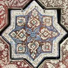 Islamic tile, leaf design in brown, blue and white - 8 points, square. Department of Islamic Art, Louvre Museum.