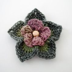 These free crochet flower patterns are just what you need to create all the pins and embellishments you can imagine. You can also crochet flowers for an everlasting bouquet! Learn how to crochet a flower today with these stunning designs. Crochet Puff Flower, Knitted Flowers, Crochet Flower Patterns, Crochet Designs, Knit Or Crochet, Crochet Motif, Crochet Braids, Easy Crochet, Crochet Lion