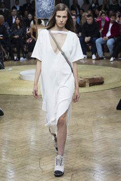 J.W.Anderson Spring 2018 Ready-to-Wear  Fashion Show - Silke Van Daal