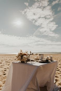Mariage au Bassin d'Arcachon - Shooting d'inspiration • Sparkly Agency Articles, Table Decorations, Inspiration, Weddings, Biblical Inspiration, Inspirational, Dinner Table Decorations, Inhalation